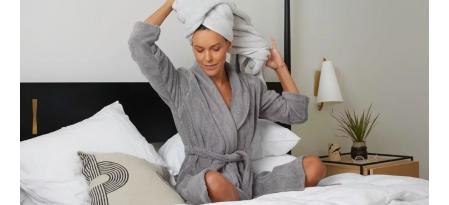 Махровый халат – полезный подарок женщине